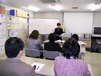 少人数制のため講師と受講者相互のコミュニケーション