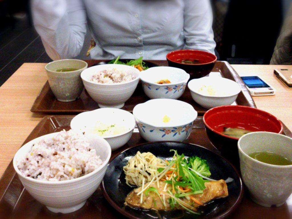 同僚と社食